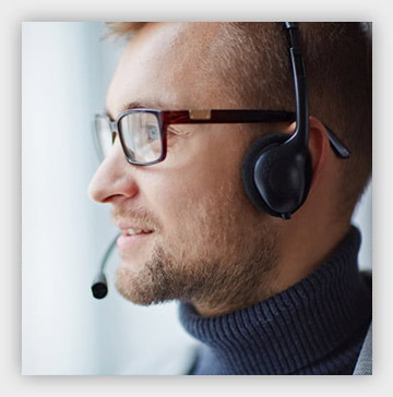 answering service agent with headset